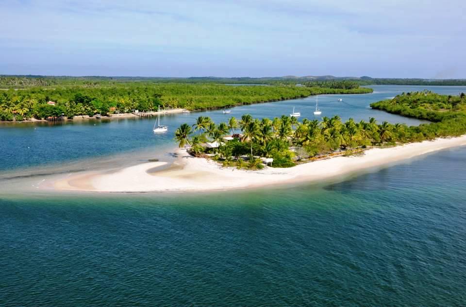 Costa do Dendê oferece diversidade de cenários naturais