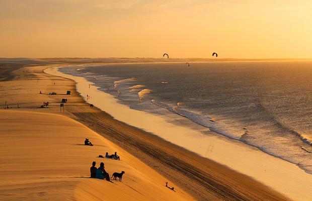 Litoral Leste do Ceará mantém sua autenticidade mesmo nas praias mais agitadas